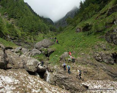 VIDEO | Familie în pericol pe munte