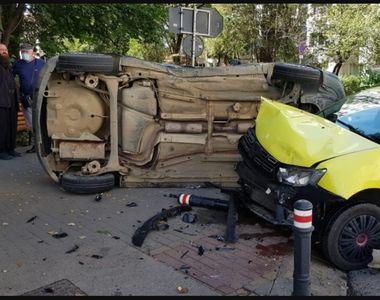 Un preot din Suceava s-a răsturnat cu mașina după ce a lovit un taxi. Polițiștii au...