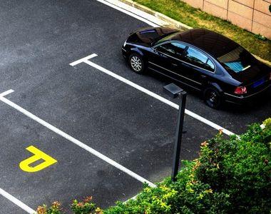 VIDEO - Bătută fără milă pentru un loc de parcare. Imagini scandaloase