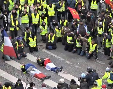 """Protestele """"vestelor galbene"""" s-au reluat, poliţia a folosit gaze lacrimogene"""