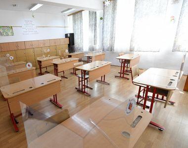 O școală din România trece la scenariul roşu, cursuri online, imediat după ce cazurile...