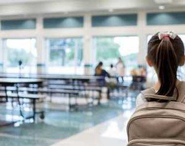 Elevă de clasa a patra de la o şcoală, diagnosticată cu COVID-19