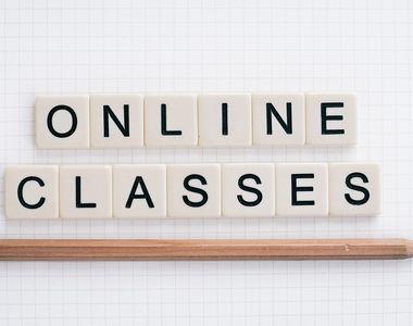 Cursuri exclusiv online la un liceu, după ce un profesor a fost diagnosticat cu COVID 19