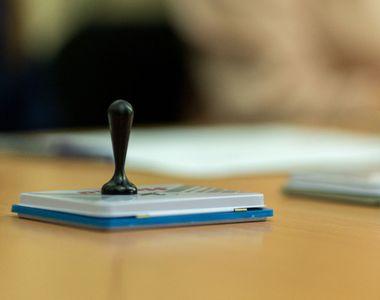 CCR discută marţi sesizarea lui Iohannis şi a Guvernului la legea prin care Parlamentul...