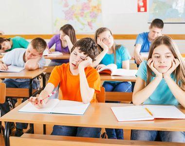 Focar de Coronavirus în școli. 13 clase trec la cursuri exclusiv online după apariţia...