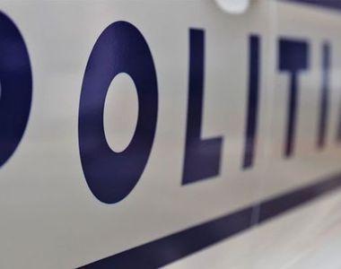 Bărbat reţinut după ce în locuinţa sa au fost găsite arme de foc, unele letale,...