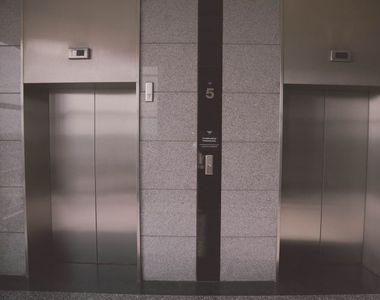 Cât rezistă coronavirusul în lift. Descoperire uimitoare