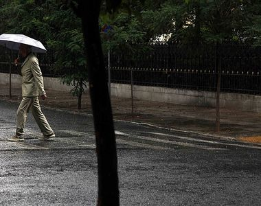 VIDEO - Ploi și temperaturi scăzute. Meteorologii: Cod portocaliu