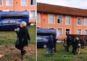 Două femei s-au bătut în fața secție de vot! Forțele de ordine au intervenit!