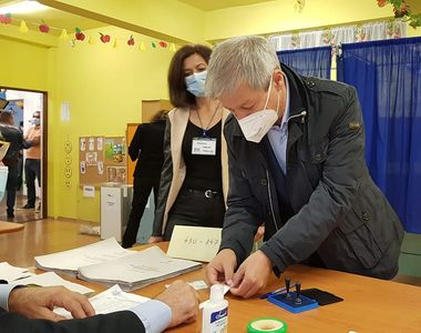 """Dacian Cioloș, atac dur la adresa Gabrielei Firea chiar în ziua alegerilor: """"S-au..."""