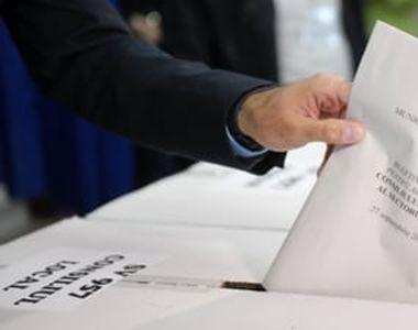 VIDEO - Aglomerație mare la primul vot în pandemie: Cozi uriașe la secțiile de votare