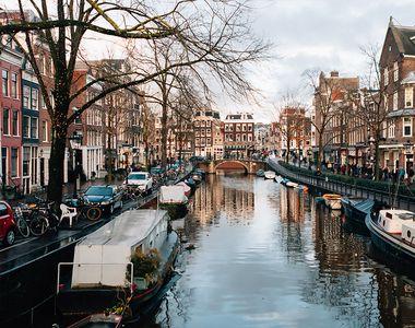 10 locuri și atracții de vizitat în Amsterdam, cel mai frumos oraș din Olanda
