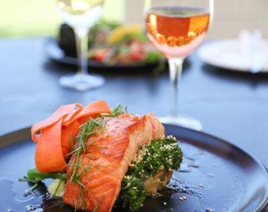 Ce tipuri de vin trebuie să bei la somon pentru ca experiența să fie mai gustoasă