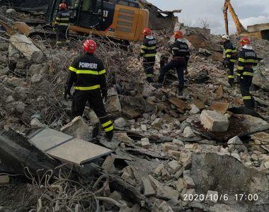 Tragedie în județul Neamț! Un bărbat la un pas de moarte, prins sub dărâmături