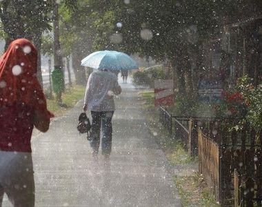 Alertă meteo de la ANM. Cod galben de ploi torențiale. Vremea devine rece pentru...