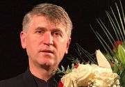 Cristian Pomohaci a îmbrăcat din nou veșmântul de preot și a aterizat tocmai în California! Solistul de muzică populară se află în turneu în America