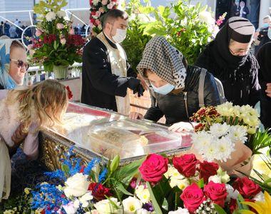 VIDEO - Sf Parascheva - proteste la moaște. Racla, păzită de jandarmi