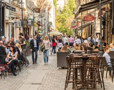 Petreceri de neuitat în Centrul Vechi din București. Petrecăreții au lăsat restricțiile...