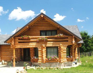 Cât costă să-ți faci o casă din lemn rotund. 3 idei de astfel de locuințe. FOTO