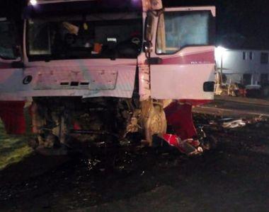 Accident tragic în Vaslui! Un tânăr a murit, după ce a intrat cu 180 km/h într-un camion
