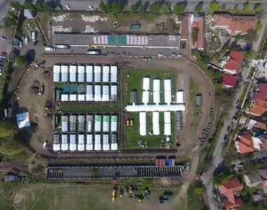 În Timișoara, corturile din spitalul de campanie se vor înlocui cu containere, unde vor...