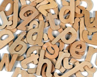 Cum se scrie corect: aceeași sau aceiași?