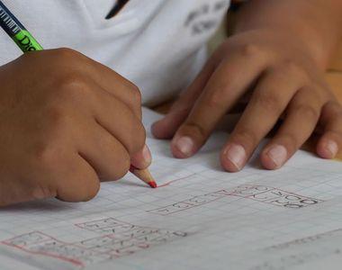 Majoritatea școlilor trec la cursurile online. Indicele de infectare cu SARS-CoV-2 a...