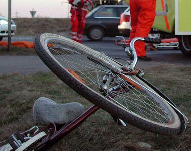 VIDEO - Biciclist ucis pe șosea de o mașină. Un alt bărbat, rănit
