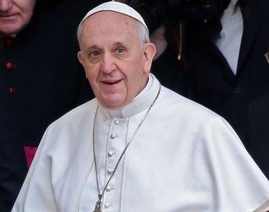 """Papa Francisc numește pandemia de coronavirus drept """"o doamnă numită Covid care face..."""