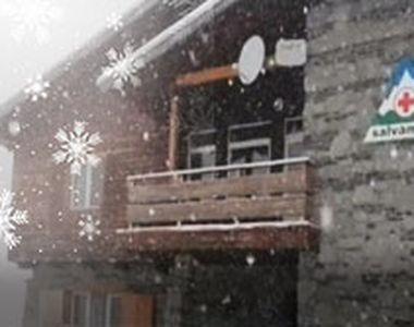 VIDEO - Toamna lasă deja loc iernii. La munte, ninsori și frig