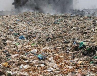 Comisia Europeană acordă două luni României pentru a regla problema deșeurilor ilegale