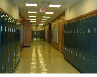 Alți 1.000 de elevi trec în scenariul roșu din cauza COVID-19
