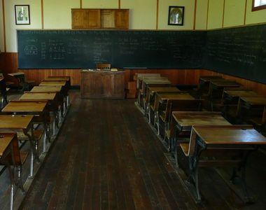 Numărul unităţilor de învăţământ aflate în scenariul roşu a trecut de 4.000