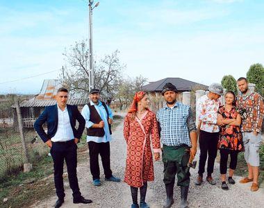 """Vasile Panțiru, preotul din serialul """"Moldovenii"""", și-a transformat casa părintească în..."""