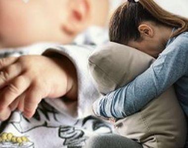 VIDEO - Moartea unui bebeluș șochează. Mama, acuzată de nepăsare
