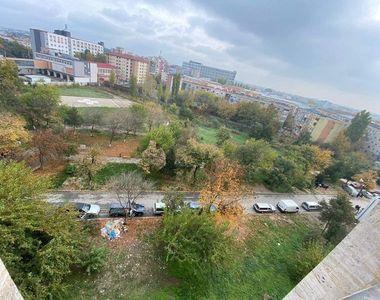 Imagine de coșmar. Coadă uriașă de dricuri în fața unui spital din România