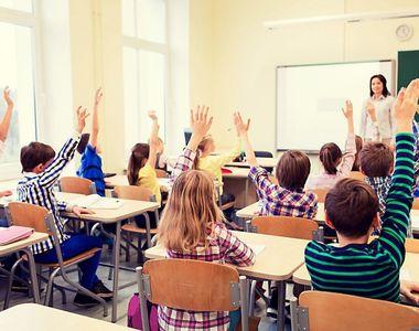 Elevii condamnă decizia Ministerului Educaţiei şi Cercetării de a anula olimpiadele...