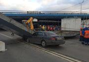 Un șofer a lovit o grindă de beton care a căzut peste o altă mașină. Vezi care a fost amenda primită