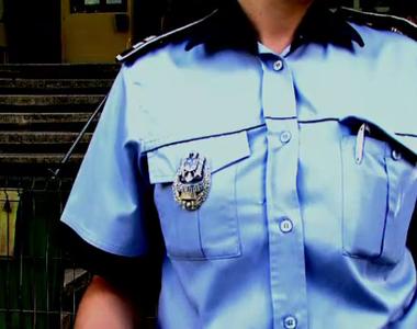 Sfârșit cumplit pentru o polițistă. A murit în curtea casei sale
