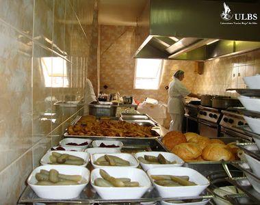 VIDEO - Patronii de restaurante vând mâncare ieftină sau dau de pomană