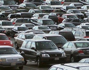 Dezastru auto. 27 de mașini au luat foc într-un parc