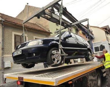 Mașinile parcate neregulamentar vor fi ridicate! Legea a fost promulgată de...