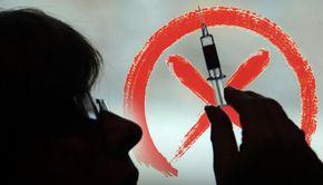 VIDEO - Unii români cred în conspirația vaccinului anti coronavirus