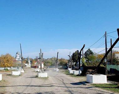 VIDEO -Păunești este satul cu 30 de fântâni pe o singură uliță