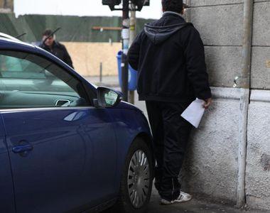 Legea care le va da de cap șoferilor. Ce se va întâmpla cu autoturismele de pe trotuar