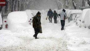 """VIDEO - Decembrie începe în forță cu aer polar și ninsori. """"Iarnă adevărată"""" în București"""
