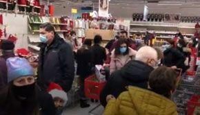 VIDEO - Cozi uriașe la hypermarketuri în minivacanţa de 1 Decembrie