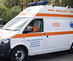 ambulanță blocată în zăpadă