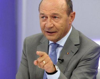 """Băsescu: """"Azi, de Ziua Naţională, Iohannis a vrut Arcul de Triumf doar pentru el"""""""
