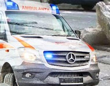 VIDEO - Un bărbat a fost accidentat de tencuiala căzută de pe un bloc